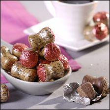 Le Bouchon praliné, est un délicieux chocolat au lait, en forme de bouchon de champagne, fourré de praliné. Dans sa livrée d'aluminium qui imite la couleur et la texture du bouchon en liège, il mesure environ ----- de haut.