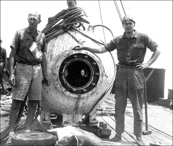 William Beebe plongea à bord du bathysphère construit par l'ingénieur ------ au large des Bermudes, à une profondeur de 800 mètres.