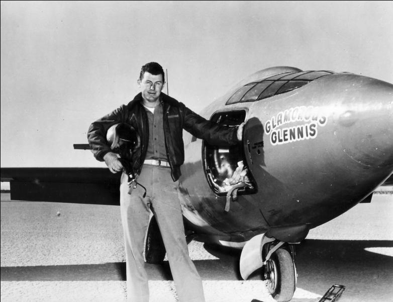 Ce record produisit un bruit considérable. Le pilote d'essai Chuck Yeager et le Bell X-1 furent lâchés à 7000 mètres d'altitude. Il poussa à fond les manettes et atteignit :