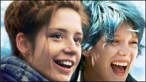 Dans ce couple, comment s'appelle la fille aux cheveux bleus (dans la vraie vie) ?