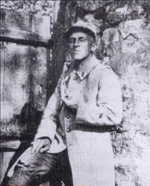 Poète moderniste d'origine suisse, il perdit sa main droite durant la Grande Guerre :