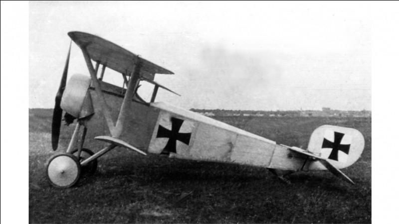 Ancien pilote de prestige durant 14-18, il commande l'armée de l'air de son pays en 39-45 :