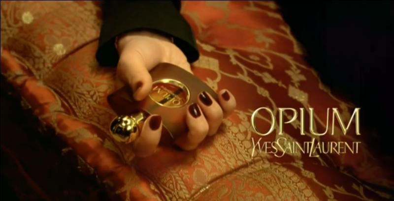 Je suis devenue la nouvelle égérie du parfum Opium, d'Yves Saint Laurent, en novembre 2011. Qui suis-je ?