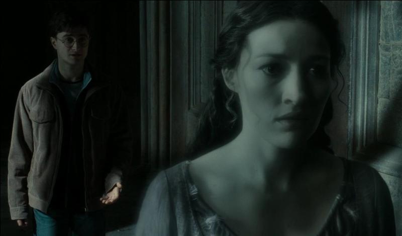 De l'autre côté du château, Harry Potter reçoit des conseils de Luna Lovegood. Si le diadème de Rowena Serdaigle existe, il faut obtenir des informations sur le lieu où il se trouve. Quel le nom de la fille de Rowena Serdaigle, fantôme de la maison Serdaigle, à qui Harry Potter demande des précisions ?