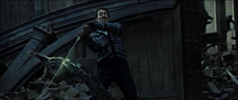 Neville Londubat, qui feint de rejoindre les Mangemorts, provoque un nouveau soulèvement. Il se présente face au serpent Nagini et le tue grâce à l'épée de Gryffondor. Que fait cette épée en sa possession ?