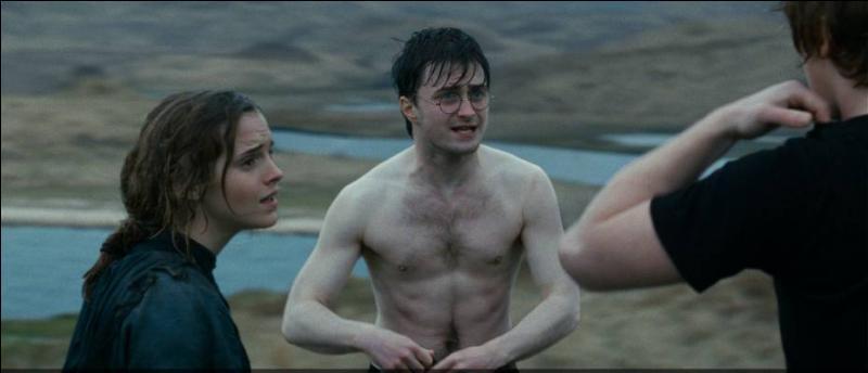 Comment Harry Potter sait-il qu'au moins un des derniers horcruxes de Lord Voldemort se trouve à l'intérieur de l'école de Poudlard ?