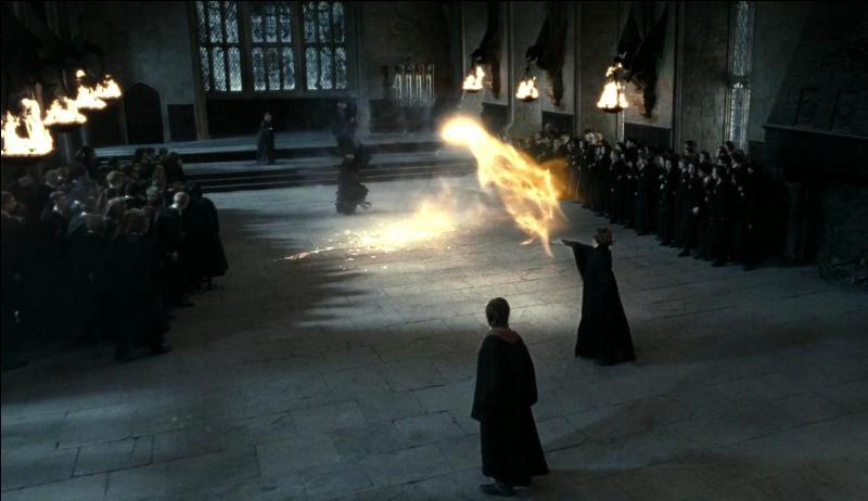 Harry Potter a été aperçu à Pré-au-Lard. Cette nouvelle ne semble pas réjouir Severus Rogue. Alors qu'il convoque tous les élèves, un duel s'engage entre ce dernier et un(e) autre professeur(e). Sauriez-vous me dire de qui il s'agit ?
