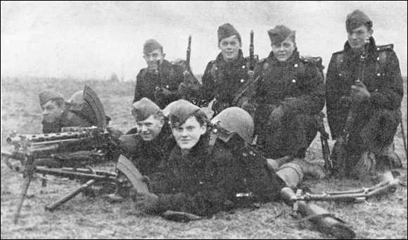 1er janvier 1940 : conscription étendue au Royaume-Uni. À quel âge les hommes étaient-ils mobilisables ?