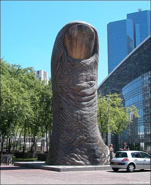 1er janvier 1921 : naissance d'un sculpteur français à Marseille. Qui a surtout travaillé les métaux et les matières plastiques ?