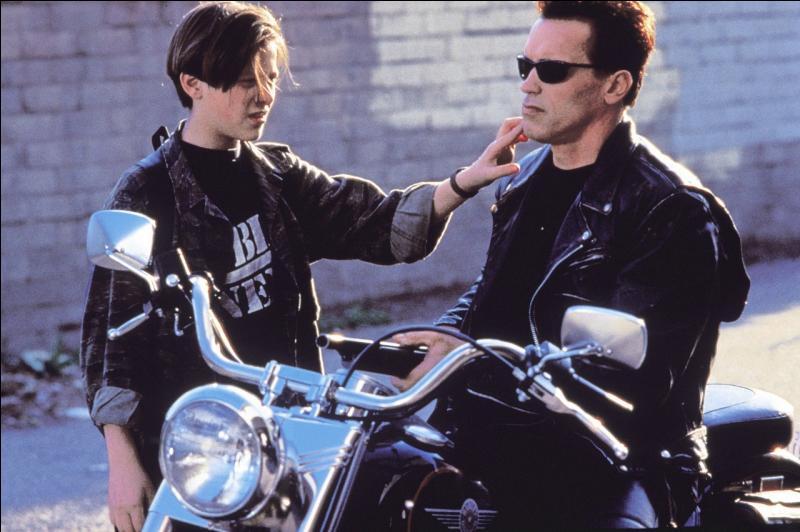 Arnold Schwarzenegger et Edward Furlong dans ce film de science-fiction :