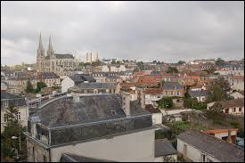Quelle est la bonne orthographe de cette ville de Maine-et-Loire ?