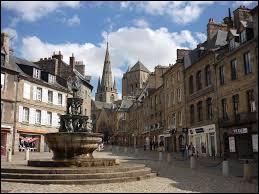 Quelle est la bonne orthographe de cette ville des Côtes-d'Armor ?