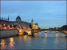Quel fleuve traverse la ville de Paris ?