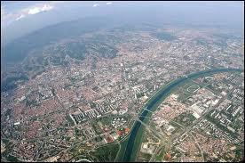 Par quel fleuve la ville de Zagreb est-elle traversée ?