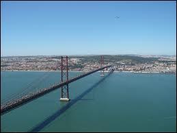 Lisbonne est traversée par :