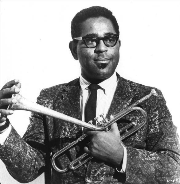 Né en Caroline du Sud, ce génial trompettiste est reconnaissable à son instrument au pavillon incliné vers le haut ainsi qu'à ses joues au volume impressionnant. Ce virtuose intègre l'orchestre de Cab Calloway à la fin des années 30. Avec d'autres musiciens comme Charlie Parker et Thelonious Monk, il contribue à créer un style nouveau : le be-bop.