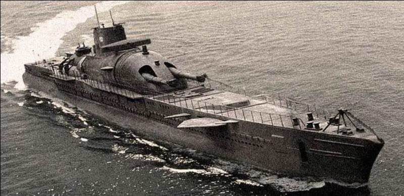 France : Involontairement détruit dans la nuit du 18 au 19 février 1942, les deux pays protagonistes de cette affaire ne sont pas d'accord sur sa fin. Au début de la 2e Guerre mondiale, il fut le plus grand au monde dans sa catégorie. Il avait rejoint la France libre. Quel est ce bâtiment ?