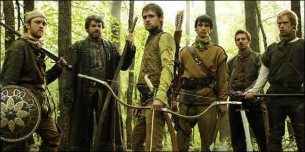 Robin des Bois y aurait rencontré une bande d'amis. Afin de créer une meilleure harmonie entre eux, ils auraient décidés de prendre un surnom. Sous quel dénomination se sont-ils faits appelés ?