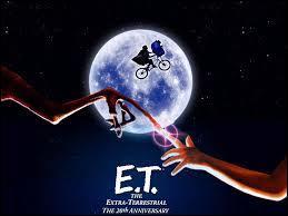 Qui est le réalisateur de  E. T  ?