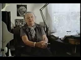 Marguerite Yourcenar romancière française naturalisée américaine en 1947 est la première femme élue à l'Académie française, en 1980. Où était-elle née en 1903 ?