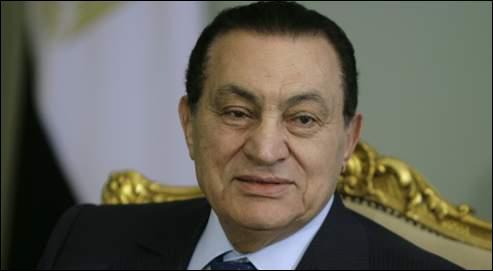 Suite au  Printemps arabe , le chef d'État Moubarak a dû quitter son poste alors qu'il exerçait son pouvoir en Tunisie.