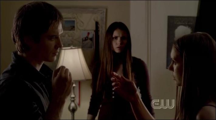 Quand Elena a eu un flashback de souvenir à propos de Damon, que lui disait-il ?