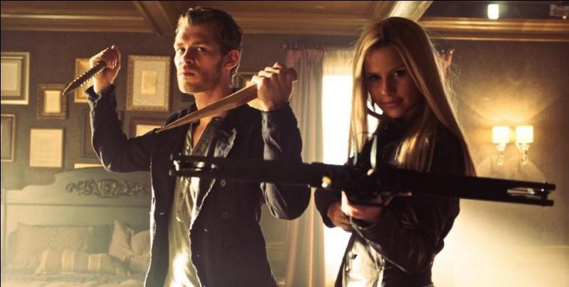 Que fait Klaus à Rebekah pour la punir d'avoir explosé les poches de sang du double Petrova ?