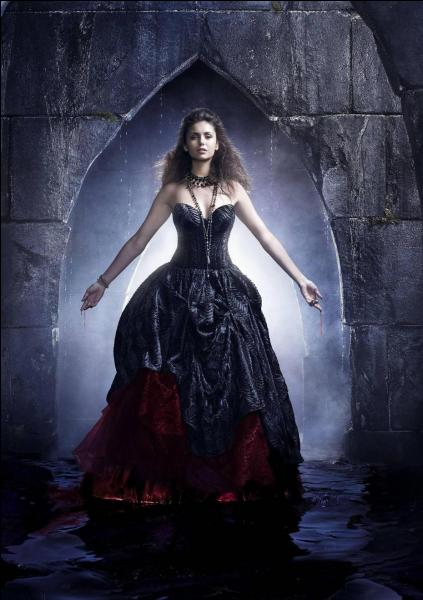 Après son réveil, quelle est la troisième personne qu'Elena voit ?