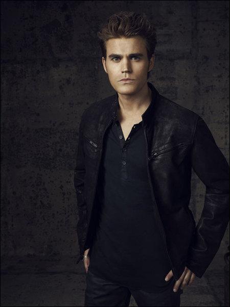Qu'est-ce que Stefan prépare à manger pour Elena ?