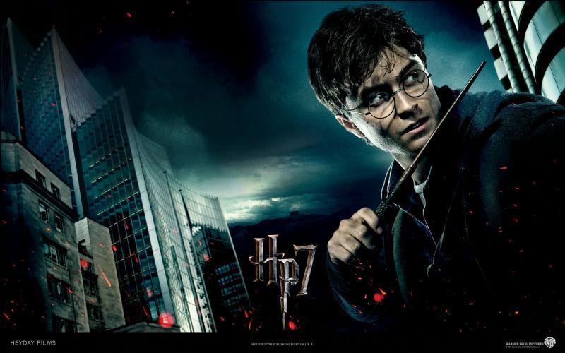 Position n°1. La franchise ayant rapporté le plus de recettes au box-office à ce jour reste  Harry Potter . Quel est le pays d'origine de cette franchise, adaptée d'une série de romans ?