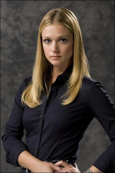 Qui joue le rôle de l'agent Jennifer 'JJ' Jareau ?