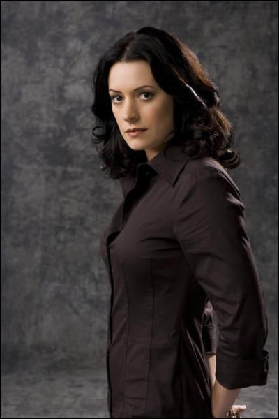 Qui joue le rôle d'Emily Prentiss ?
