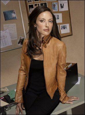 Qui jouait le rôle de l'agent Elle Greenway dans les deux premières saisons ?