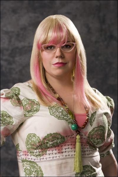 Qui joue le rôle de Penelope Garcia ?