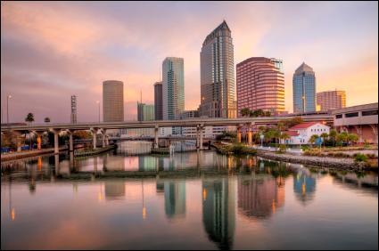 L'essor de Tampa a été basé sur la découverte de phosphate dans ses sols mais aussi sur la pêche et le tourisme. Où cette ville est-elle située ?