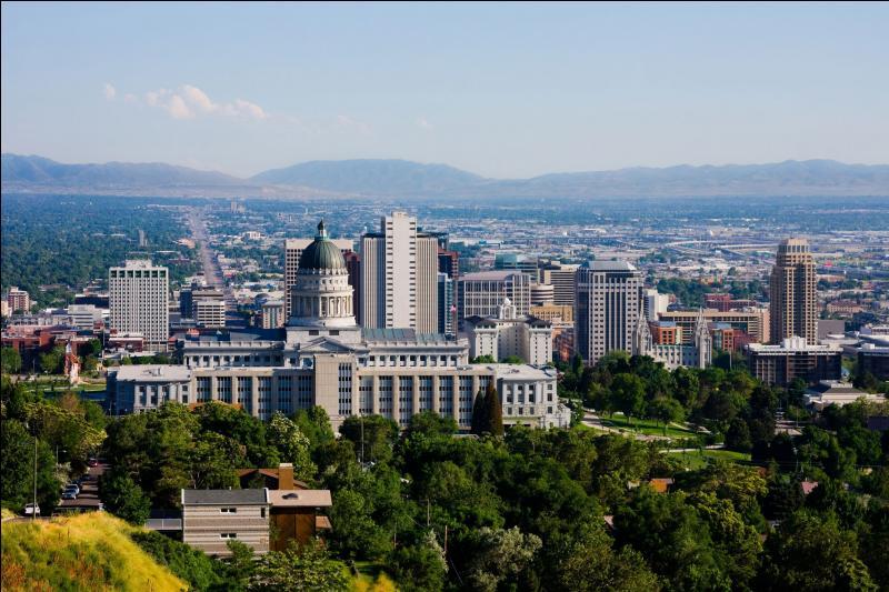Salt Lake City signifie  la ville du lac salé . Elle a été nommée à cause de sa proximité avec le Grand Lac Salé. Dans quel état américain ce lac et cette ville sont-ils situés ?