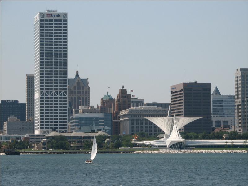 Milwaukee est la ville la plus peuplée de son état, mais pourtant pas sa capitale. D'ailleurs, dans quel état trouve t-on la ville de Milwaukee ?