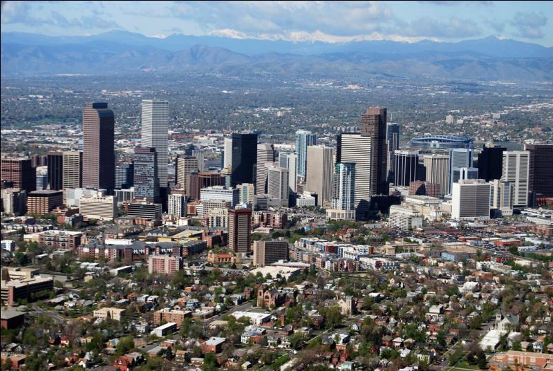 Où la ville de Denver, l'une des plus importantes des Grandes Plaines, est-elle située ?