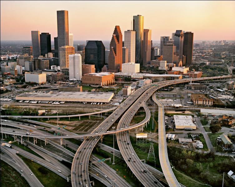 Houston possède la plus forte croissance démographique des Etats-Unis après Las Vegas. Dans quel état cette ville est-elle localisée ?