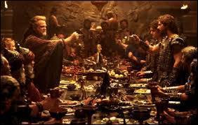Avec qui Troie veut-elle faire la paix au début du film ?