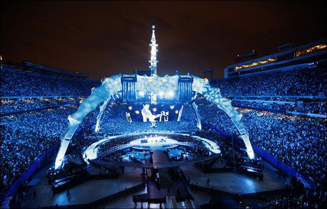 Quel artiste irlandais, chanteur, parolier et guitariste du groupe de rock U2, s'est investi personnellement dans de grandes causes humanitaires en voulant susciter un mouvement de sensibilisation ?