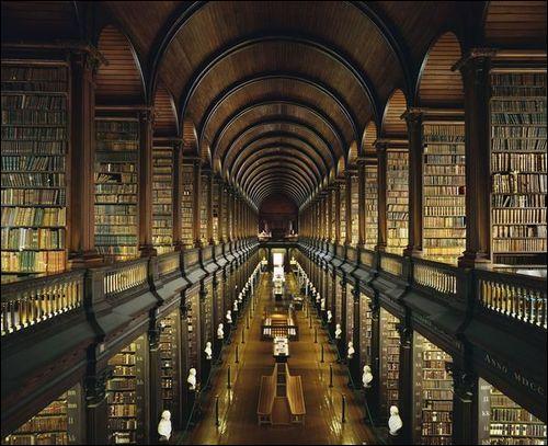 Comment se prénomme ce célèbre livre, chef-d'œuvre du christianisme irlandais, qui aurait été rédigé, du VIème siècle au IXème siècle, par des moines irlandais ?