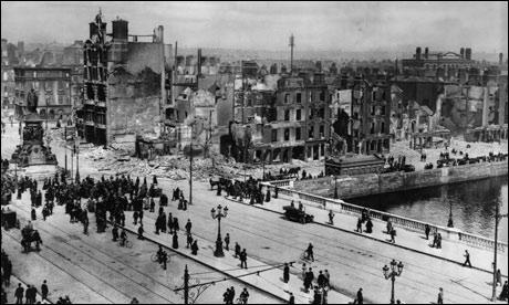 Nous faisons un bond dans le temps pour nous retrouver en 1916. L'Irlande est alors occupée par la Grande-Bretagne. Quel soulèvement intervenu en 1916 donne le point de départ de la révolte irlandaise ?