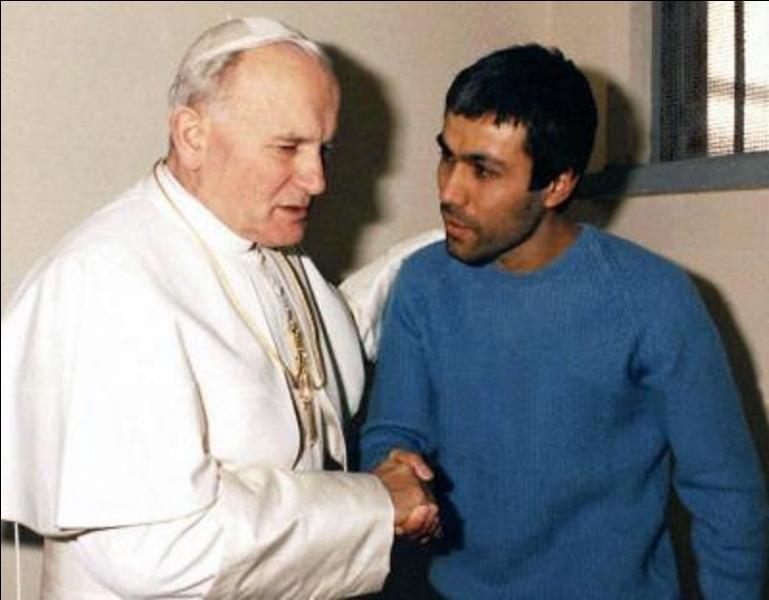 Parlons du pape Jean-Paul II. A vous de trouver les deux problèmes qui ont provoqué son décès.