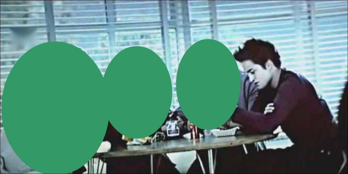 Qui se tient juste à côté d'Edward ?