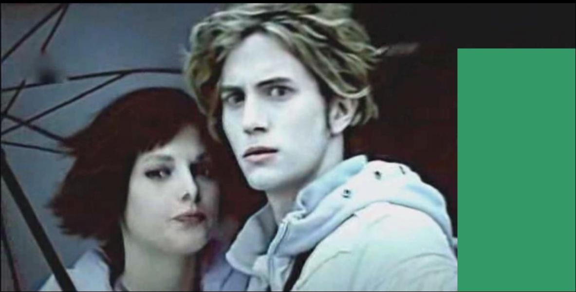 Qui se trouve derrière Jasper, à droite de la photo ?