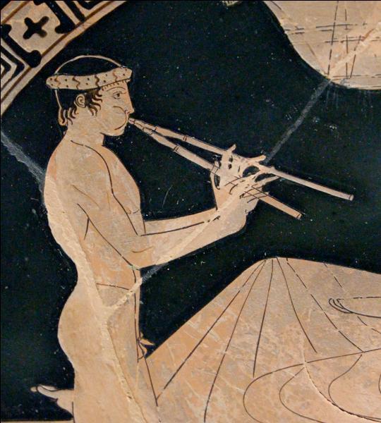 Comme souvent en Grèce, l'histoire de la musique commence par des légendes. Apollon, Hermès, Dionysos y seraient mêlés. L'objet ci-contre est un instrument à anches - des languettes dont les vibrations produisent des sons - formé de 2 tuyaux dont les trous sont réglés chacun par une main. Comment s'appelle-t-il ?