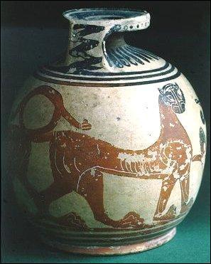 Les échanges se multiplient, notamment avec la Syrie et le delta du Nil. Les marins rapportent objets, vases, statuettes... Le décor des vases se modifie. On peint des plantes et des animaux qui n'existent pas en Grèce ou encore des monstres. On commencera plus tard à peindre des scènes de mythologie. Cette période s'appelle « style orientalisant ». Dans quelle période tout ceci eut-il lieu ?