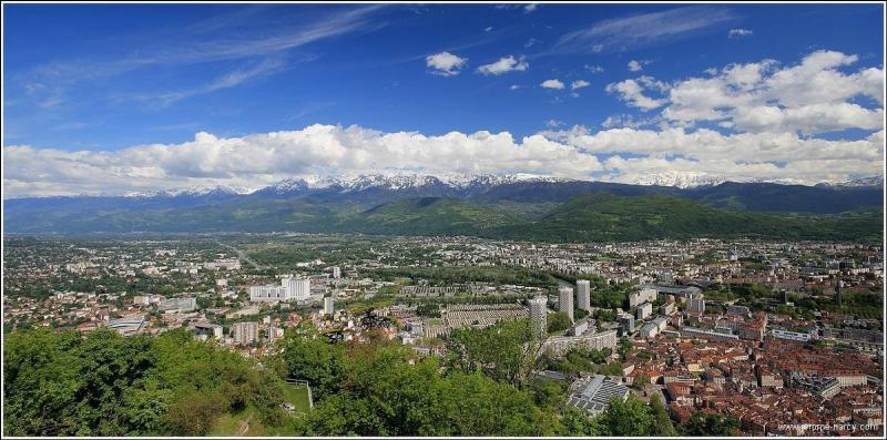 Quel célèbre chanteur est natif de Grenoble ?