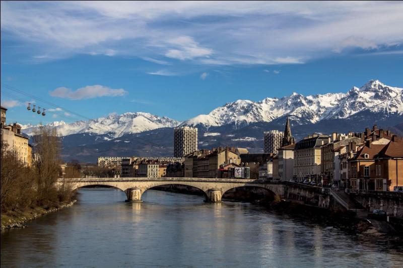 Quel cours d'eau se jette dans l'Isère, dans la périphérie de Grenoble ?